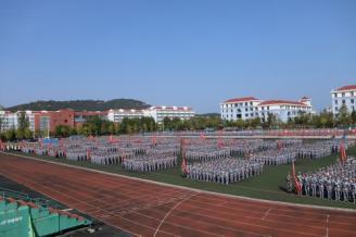 我校举行2020级新生开学典礼暨军训总结大会