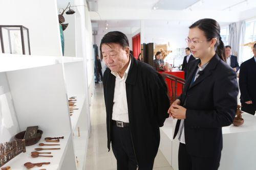 中国民办教育协会会长王佐书来我院考察调研